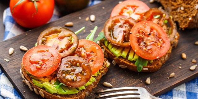 Avocado Toast with Tomatoes
